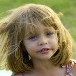 Jak rozmawiać z dzieckiem o zagrożeniu związanym z wykorzystaniem seksualnym? Lektura obowiązkowa dla każdego rodzica