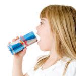 Dlaczego dzieci i nastolatki NIE powinny pić energetyków?